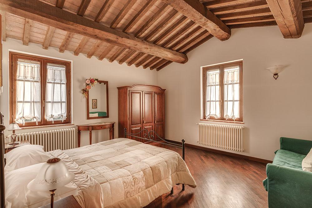 Podere le rane felici camera da letto matrimoniale Girasoli